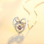Heart-shaped necklace with pure silver beating