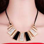 Fashion exaggerated short clavicle chain